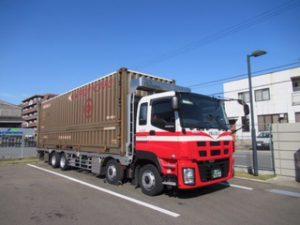 大型コンテナ(JR31F)を積載可能な特殊車両